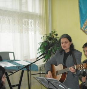 Daniela Bejenaru - Ajutor lider de laudî și închinare